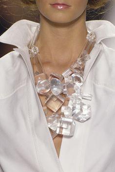 Jewelry OFF! Oscar de la Renta Spring 2007 Ready-to-Wear Fashion Show Details Chunky Jewelry, Statement Jewelry, Wire Jewelry, Jewelry Art, Jewelry Necklaces, Beaded Necklace, Jewelry Design, Fashion Jewelry, Chunky Necklaces