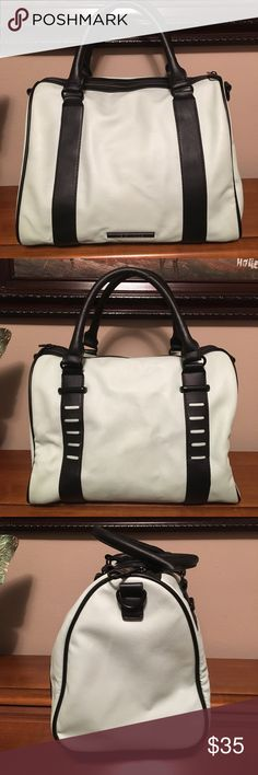 Steve Madden bag Beautiful condition. Pale mint green color. Bottom panel measures 12 inches long. Height is 9 inches. Missing the cross body strap. Steve Madden Bags