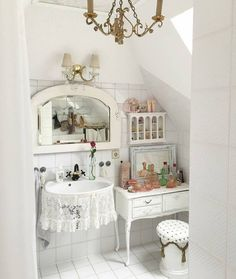 ༺♥༻Desk in bathroom?