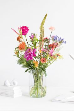 Treat yourself to a flower subscription and decide how often you receive flowers or send flowers as a gift. Have flowers delivered or choose a gift card. Beautiful Bouquet Of Flowers, Beautiful Flower Arrangements, Happy Flowers, Types Of Flowers, Summer Flowers, Fresh Flowers, Pretty Flowers, Floral Arrangements, Wedding Flowers