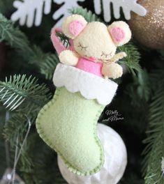 Sew a Felt Christmas Mouse - Molly and Mama Felt Christmas Stockings, Christmas Stocking Pattern, Felt Christmas Decorations, Felt Christmas Ornaments, Christmas Sewing, Christmas Angels, Christmas Crafts, Christmas Ideas, Christmas Things