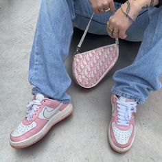 Dior bag and nike shoes Aesthetic Shoes, Aesthetic Clothes, Aesthetic Grunge, Moda Sneakers, Sneakers Nike, Fashion Killa, Look Fashion, Club Fashion, Tomboy Fashion