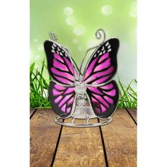 Tiffany theelichthouder vlinder Deze prachtige theelichthouder is een geweldig cadeau; de kleuren van het Tiffany glas schitteren prachtig als je het waxinelichtje aansteekt. (13cm hoog)   Afmeting:13 cm Materiaal:Glas     Deze theelichthouder wordt geleverd in een fraaie geschenkverpakking