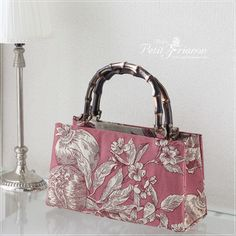 Wooden Handle Bag, Sewing Case, Lace Bag, Embroidery Bags, Fabric Necklace, Bag Patterns To Sew, Crochet Handbags, Fabric Bags, Vintage Bags