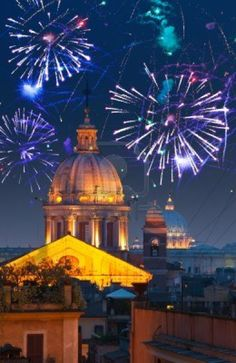 Celebratory fuochi d'artificio su Roma. Italia.