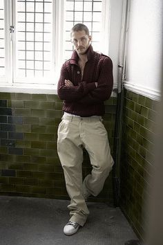 My God I've never seen a man look that good in a sweater.. Tom Hardy <3