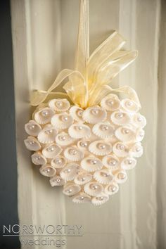 Dreamy Dartmouth Castle Wedding Pretty decoration for a wedding? Or paint shells red for Valentine's Day decoration? Seashell heart with pearls. Seashell Ornaments, Seashell Art, Seashell Crafts, Beach Crafts, Diy And Crafts, Seashell Decorations, Seashell Bouquet, Seashell Frame, Flowers Decoration