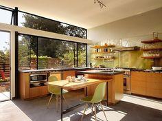 Cozinha integrada com o exterior. www.casaecia.arq.br - Cursos on line de Design de Interiores
