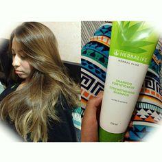 Mi cabello vuele y se siente riquísimo!! los productos #nutricionexterna #herbalaloe son increíble  este shampoo deja el cabello danado 10 veces más fuerte en un solo uso y reduce el dano un 90%  libre de sulfato libre de parabeno incluye ingredientes botánicos y tiene un aroma fresco y refrescante! Me encanta!!   #herbalifenutrition #outernutrition #enjoyyourself #takecareyourself #hair #shampoo #aloe #me #happy #instadailypic #instsgood by activecouple