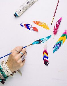Cool DIY Ideas for Fun and Easy Crafts - DIY Painted Feathers - Awesome Pinterest DIYs that Are Not Impossible To Make - Creative Do It Yourself Craft Projects for Adults, Teens and Tweens. http://diyprojectsforteens.com/fun-crafts-pinterest