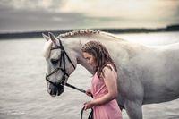 Valmistujaiskuva ja tärkeä askel elämässä Horses, Photography, Animals, Photograph, Animales, Animaux, Fotografie, Photoshoot, Animal