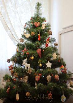 новогодняя ёлка в стиле кантри, игрушки из ткани на елку, вязаные елочные игрушки, деревянные елочные игрушки