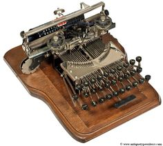 Illustration for article titled 13 of the World& Oldest (and Most Beautiful) Typewriters Typewriter For Sale, Antique Typewriter, Writing Machine, Vintage Luggage, Vintage Suitcases, Vintage Travel, Bride And Groom Pictures, Old Tools, Writing