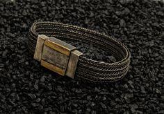 Armband Silber oxixiert, Verschluss mit 2 Goldstreifen, www.atelier-zellhuber.de #gestrickter Schmuck #Strickschmuck #Armband #Silber oxidiert