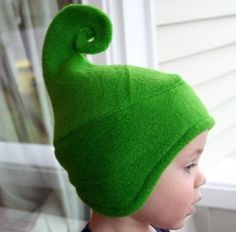 Risultati immagini per make an elf hat tutorial - repurposed sweater hat for your human elf Sewing Hacks, Sewing Crafts, Sewing Projects, Sewing For Kids, Baby Sewing, Costume Patterns, Sewing Patterns, Elf Hut, Halloween Karneval
