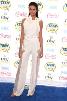 Kendall Jenner looked beyond perfect at the Teen Choice Awards.