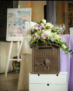 Винтажный ящик, в который гости скрадывали свои поздравления. wedding lilac vintage wedding flowers. Vintage box for envelops with greatings. Decorator me.