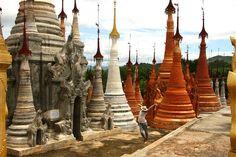 10 jours de voyage en Birmanie et ce fut bien trop court !! La Birmanie mérite vraiment d'y prendre son temps pendant au moins 2 semaines. Je n'avais pas ce temps là, mais peu importe…