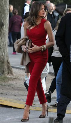 City Girl 📌 First Lady Melania Trump Fashion Mode, Look Fashion, Womens Fashion, Fashion Clothes, Feminine Fashion, Melanie Trump, Milania Trump Style, Jumpsuit Elegante, Melania Knauss Trump