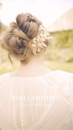 Toutes les femmes sont belles ! C'est pour cela que nous avons créé une collection de robes de mariée grande taille sur-mesure adaptée à votre morphologie. Une robe de mariée dessinée à vos mesures qui vous offrira un galbe parfait. Nous avons choisi avec soin les matières qui les composent pour sublimer votre silhouette. #grandetaille #marieegrandetaille #robedemarieegrandetaille #robedemariee   Simon Panay - Cécile Teyssier - Maison Ato - Kaa Couture - La ferme de Gy - Nina… Parfait, Silhouette, Couture, Fashion, Bridal Collection, Farm Gate, Weddings, Home, Moda