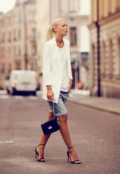 grunge look inspiratiom / boots + rips + top + black denim jacket Mode Outfits, Short Outfits, Chic Outfits, Fashion Outfits, Womens Fashion, Bermuda Shorts Outfit, Summer Shorts Outfits, Bermuda Jeans, Mode Jeans