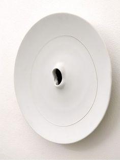 Tutto Fontana, ma soprattutto quello delle sculture in ceramica. Lavori dal 1937 al 1968 in mostra a Verona, allo Studio La Città. Una rassegna che chiude il 23 giugno.