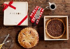 Wooden Pie Box - I'm in LOVE with this idea for delivering pies to family and friends especially as we head into the Thanksgiving and holiday season. Pie Carrier, Food Dog, Pie Box, Pie Safe, Holiday 2014, Deep Dish, Hostess Gifts, Housewarming Gifts, Pastries