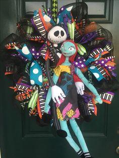 Halloween Wreaths, Holiday Wreaths, Halloween Crafts, Halloween Ideas, Happy Halloween, Nightmare Before Christmas Decorations, Sally Nightmare Before Christmas, Deco Mesh Wreaths, Door Wreaths