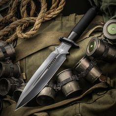 This Marfione Custom Interceptor features a massive double-edged dagger blade made from Bohler M390 steel with a two-tone DLC stonewashed finish. Its handle is made from hollowed titanium with a DLC double vapor blasted finish and a...