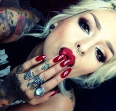 Love her piercings tattoos & makeup! She I gorgeous Sexy Tattoos, Girl Tattoos, Tattoos For Women, Mode Inspiration, Makeup Inspiration, Eye Makeup, Hair Makeup, Sexy Nails, Beauty Make Up