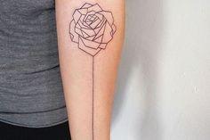 tatouage-rose-femme-arrière-bras-tatouage-géométrique-minimaliste