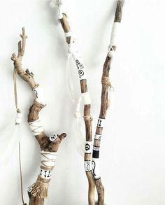 Wood Sticks, Painted Sticks, Sticks And Stones, Spirit Sticks, Painted Driftwood, Driftwood Art, Boho Diy, Boho Decor, Diy And Crafts
