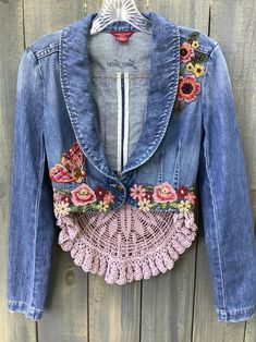 Discover recipes, home ideas, style inspiration and other ideas to try. Recycled Fashion, Recycled Denim, Recycled Clothing, Boho Clothing, Clothing Ideas, Party Jackets, Denim Ideas, Altered Couture, Denim And Lace