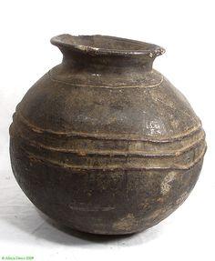 Igbo Ritual Ceramic Vessel Nigeria African Ceramic Pots, Ceramic Clay, Pottery Vase, Ceramic Pottery, African Pottery, Arte Tribal, Vases, Sculptures Céramiques, Arte Popular