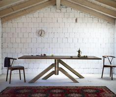 Der Miniforms Keplero Tisch Wurde Vom Designer Paolo Cappello Entworfen.  Besonders Extravagant Sind Die Vier