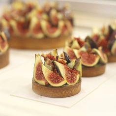Y hasta aquí el #pastrytour, tenéis toda la info de las pastelerías que vimos en Paris en la web. * Tarte aux figues, noix et shiso par @yanncouvreur .