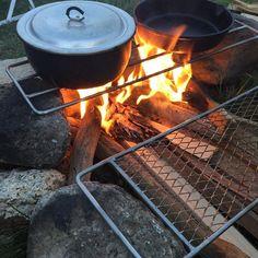 笠置での焚き火pic  前回十津川でのキャンプでノー焚き火なため、後悔しています やっぱり焚き火しとけばよかった。今週末は出撃できるかなぁ。お天気怪しいですよね  #キャンプ #焚き火 #直火 #ロストル #trangia #スキレット #枝豆 #笠置キャンプ場