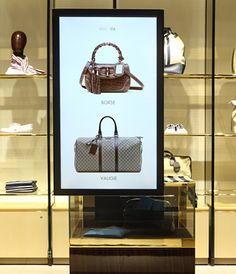 Gucci - gucci immersive retail experience Street Marketing, Guerilla Marketing, Digital Retail, Retail Technology, Retail Bags, Exhibition Booth Design, Retail Experience, Ads Creative, Retail Interior