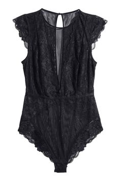 Lace body: Body in lace and mesh with cap sleeves, visible elastication at the waist, an opening at the back with a covered button at the back of the neck, and a lined gusset with press-studs.