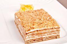 Mit dem Rezept für einen Layer-Honig-Kuchen lässt sich ein wunderschön weicher Schichtkuchen zaubern, der einfach hervorragend schmeckt.