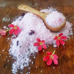 Make your holidays more meaningful by making your own gifts! Try these Bubbly Bath Salts that you can whip up at home.