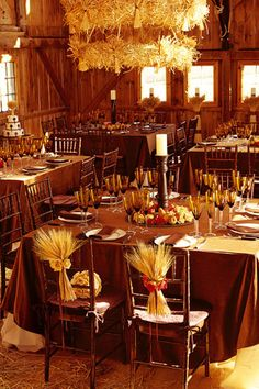Fall wedding or country/western wedding ideas (link is in Spanish but it's a neat picture to get ideas)