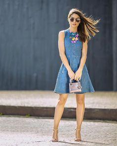 Missing the tropical vibes! Vibes de verão - com vestido jeans lindo da @Damyller #damyllerfever #meujeansdamyller