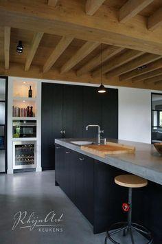 Gestucte kasten met geïntegreerde deuren Projecten | RhijnArt Keukens uit Kesteren