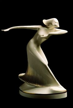 Theo Vos - Ballerina - c. 1927 -  Hutschenreuther - 37cm. - The Museum of Art Nouveau and Art Deco, Salamanca - Art Deco