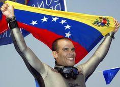 Carlos Coste apneista Venezolano que impalnto varios record mundiales bajo el agua en su momento