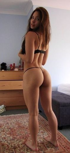 naked milf squat picture