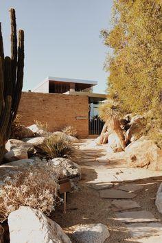 Richard Neutra -  Pinned by www.modlar.com