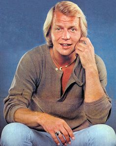 "DAVID SOUL - Most known for 'Starsky' tv series, the # 1 1977 hit ""Don't Give Up On Us"" and 'Here Come The Brides' tv show and the tv film 'Salem's Lot'. Detective, Star Trek Posters, 1970s Hairstyles, Salem Lot, Paul Michael Glaser, David Soul, Saint Yves, Starsky & Hutch, Classic Tv"