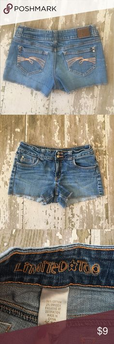 🌷Girls Limited Too Denim Shorts 🌷 Size 16 Reg 🌷 Limited Too (similar to Justice) Denim Cutoff (Factory Frayed) Shorts. Girls Size 16 W/ Stretch. Measurements are available upon request 💕 Preowned with some wash wear, no other flaws noted. 🌷 limited too Bottoms Shorts
